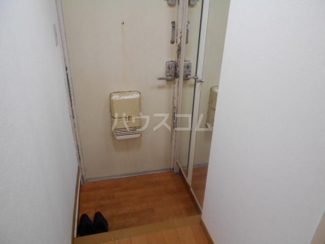 秀和レジデンス 202号室の玄関