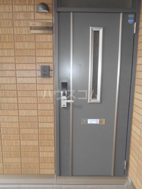 ハイツ・カトレア 202号室の玄関