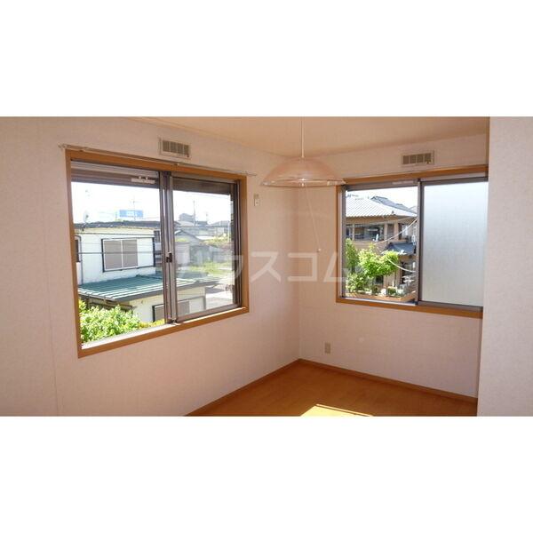 ハイツ・カトレア 202号室の居室