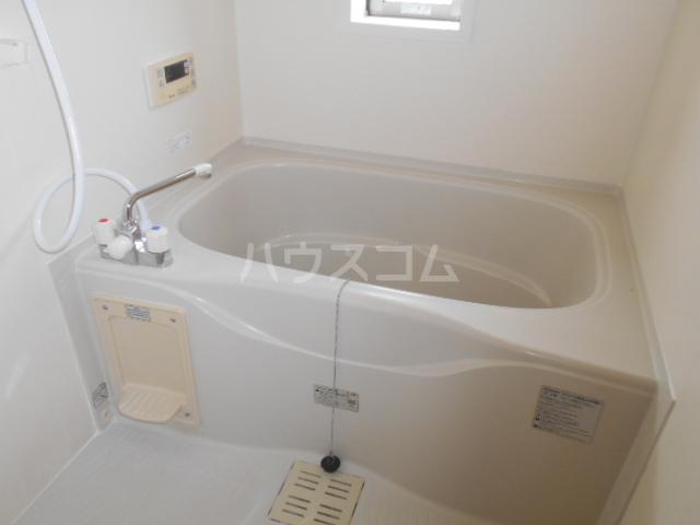 パーシモンヒルズB 201号室の風呂