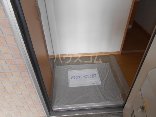 パーシモンヒルズB 201号室の玄関