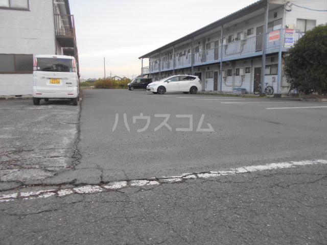 田村ハイツA 203号室の駐車場