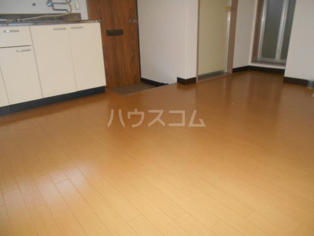 田村ハイツA 203号室のリビング