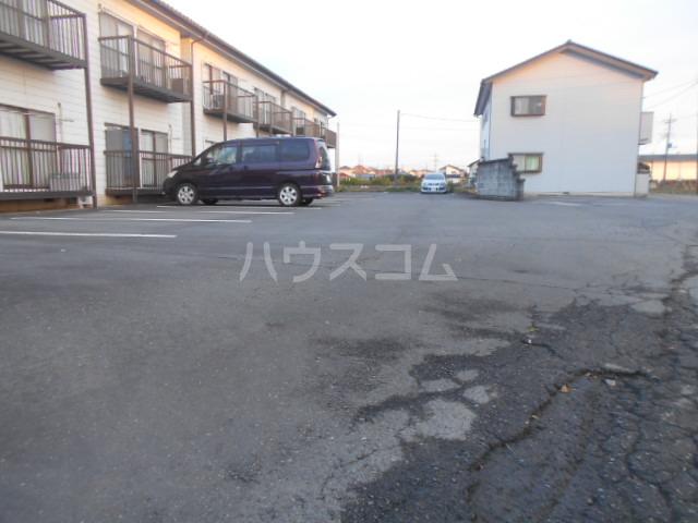 田村ハイツB 205号室の駐車場