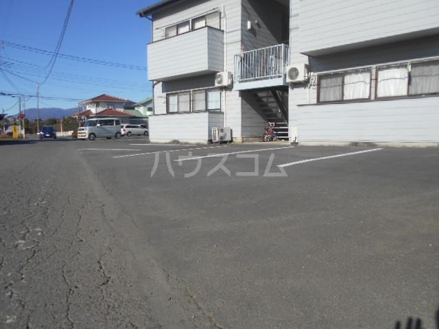 田村ハイツC 201号室の駐車場