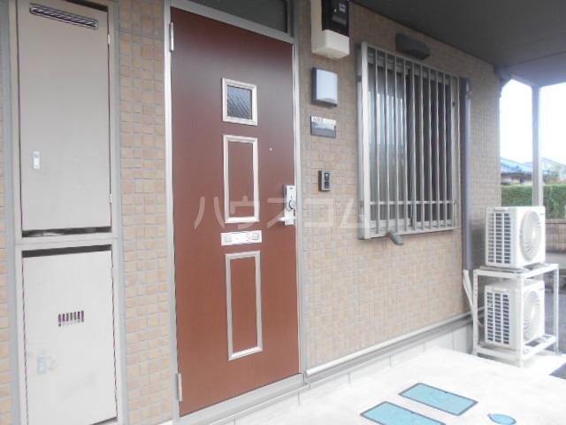 カモミールA 102号室の玄関