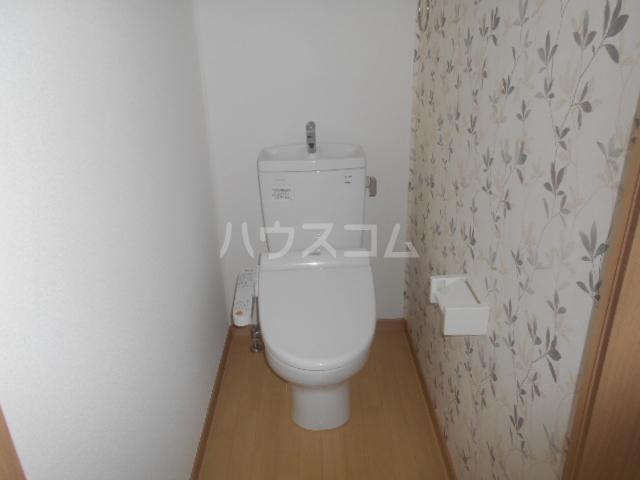カモミールA 102号室のトイレ