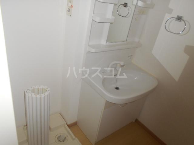 カモミールA 102号室の洗面所