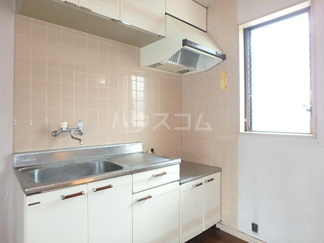 メゾン・ドゥ・ブランシェⅠ 102号室のキッチン