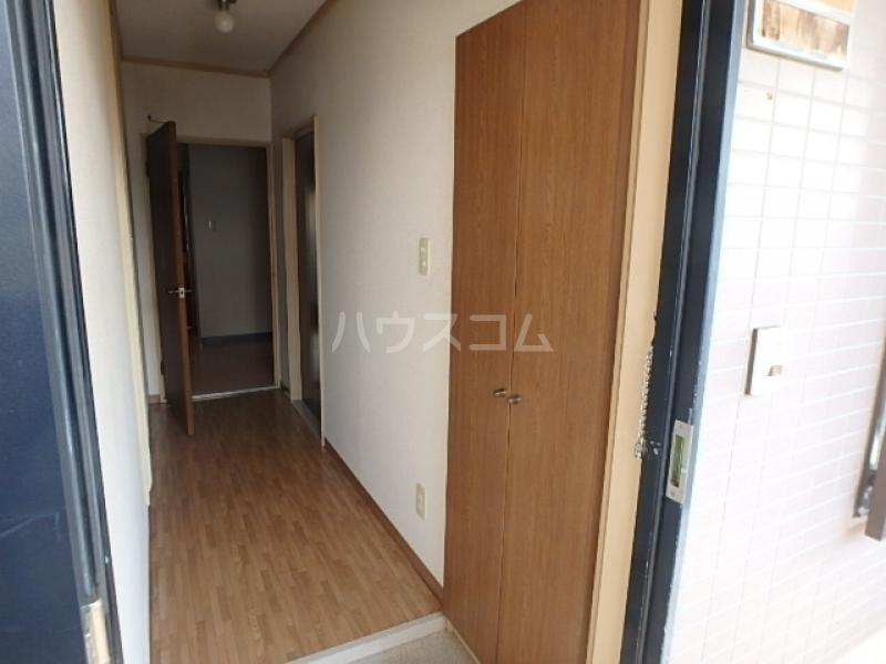 サンライズ本郷 106号室の玄関