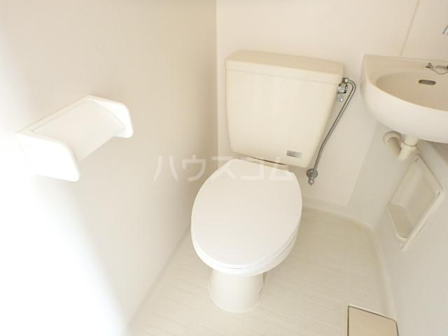セントラルハイツ 201号室のトイレ
