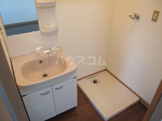 メディオ・アイ 405号室の洗面所
