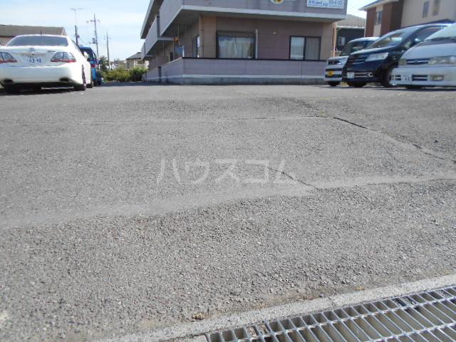 アマベルひまわり 202号室の駐車場