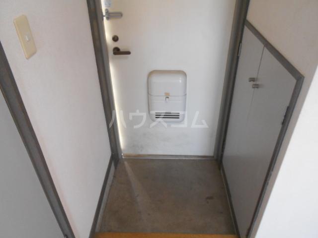 アマベルひまわり 202号室の玄関