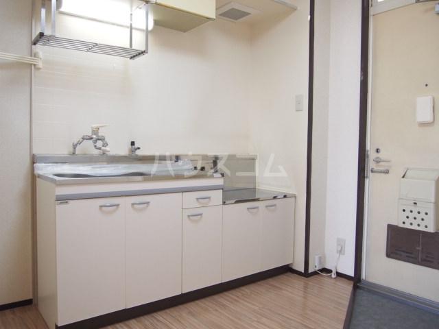 プラムハイツ 201号室のキッチン