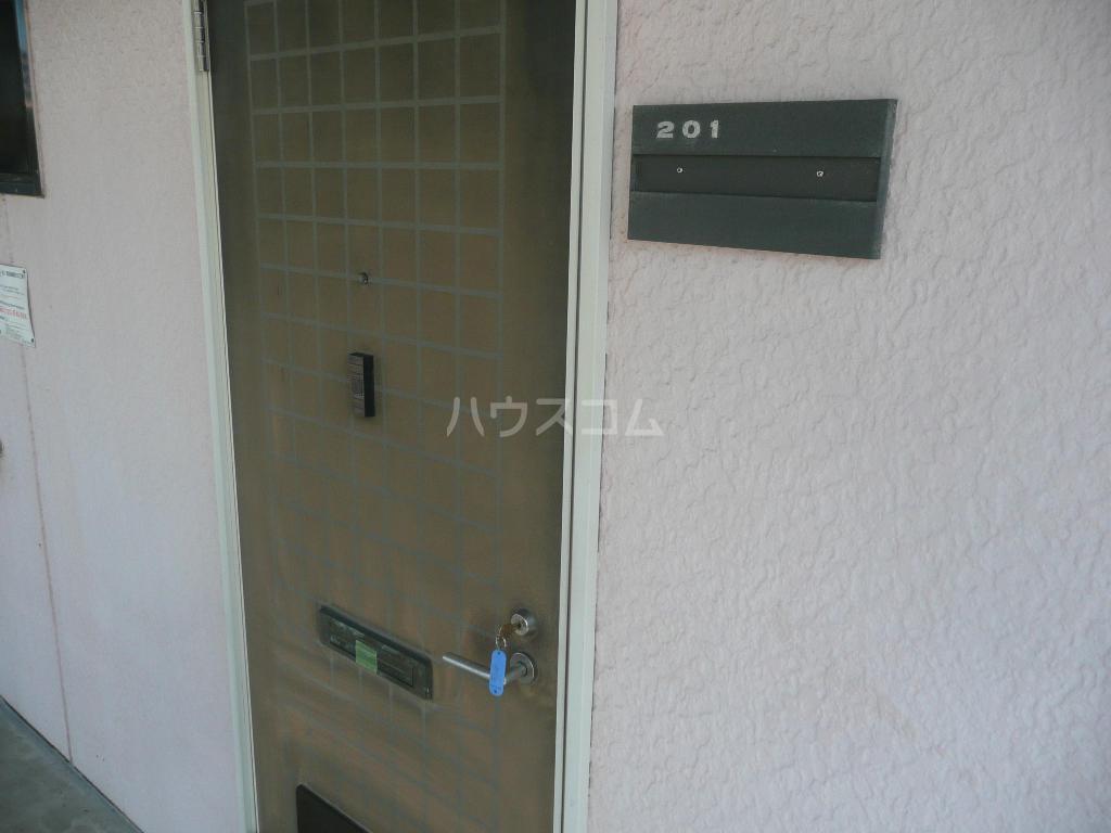 プラムハイツ 201号室の玄関