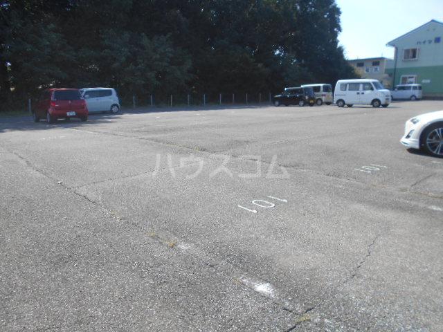 ハイツ篠崎Ⅰ 203号室の駐車場