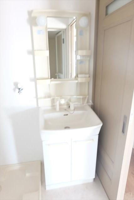 アールベール 401号室の洗面所