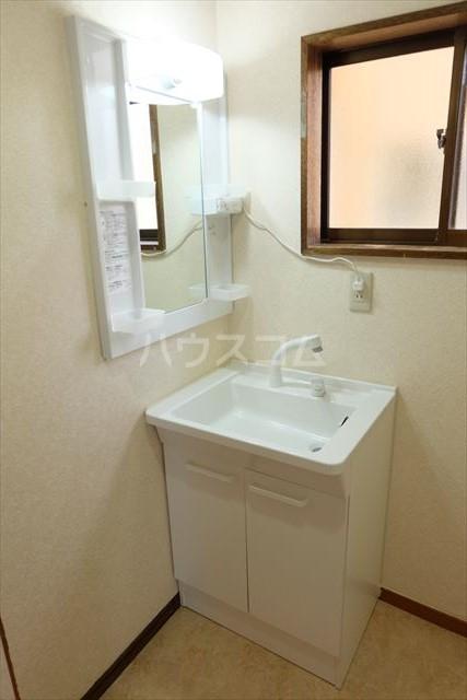 細内貸家の洗面所