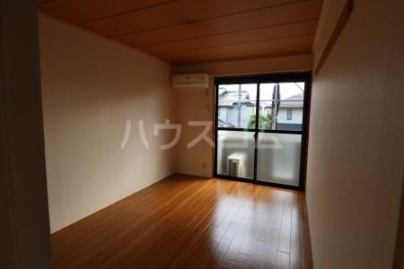 シルキーハイツ 203号室の居室