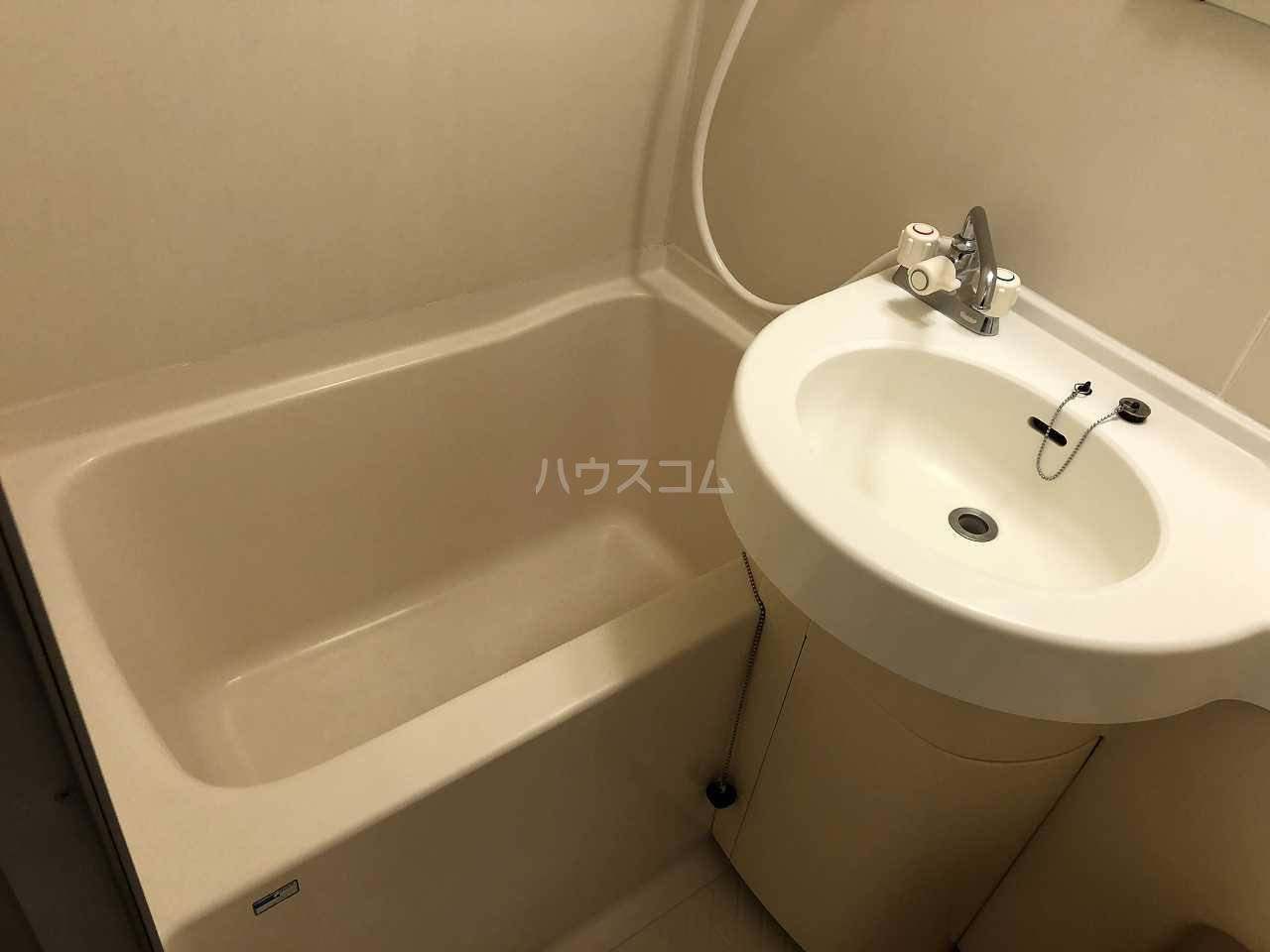 プラーズ日の出町 607号室の風呂