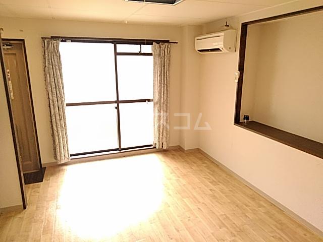 五月フレックスマンション 205号室の居室