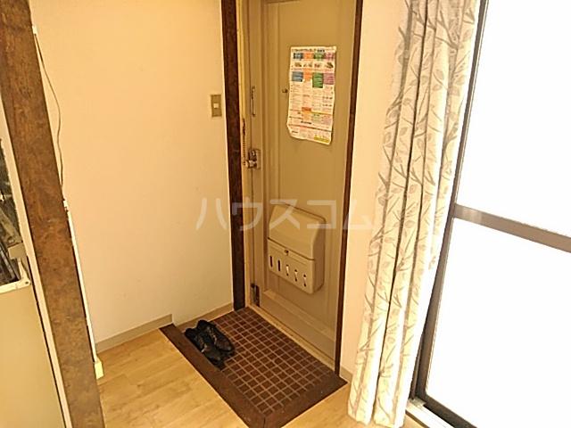 五月フレックスマンション 205号室の玄関