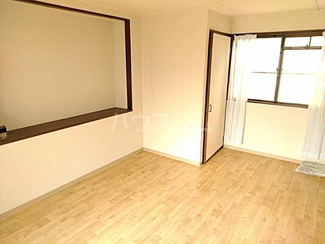 五月フレックスマンション 205号室のリビング