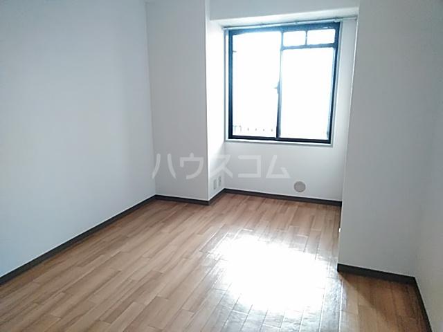 グリーンパークハイム 402号室の居室