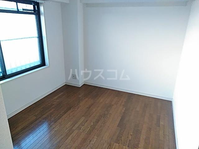 ファミール若園 303号室の居室