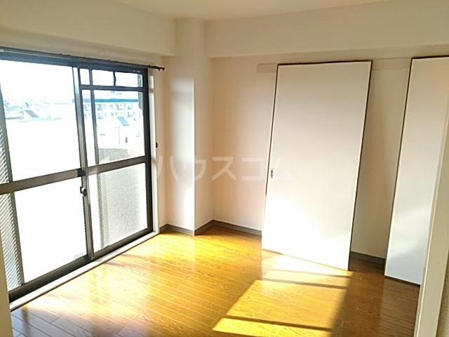 グローバルサイト茨木 206号室の居室