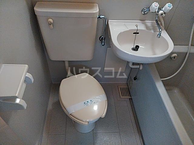 グリーンハイム箕面 2B号室のトイレ