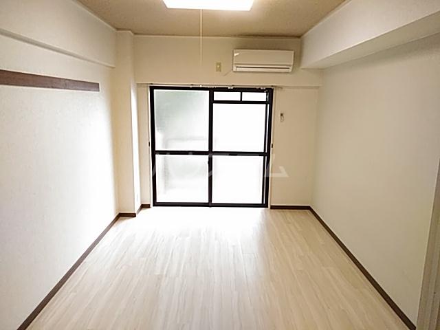 プレステージK  303号室のリビング