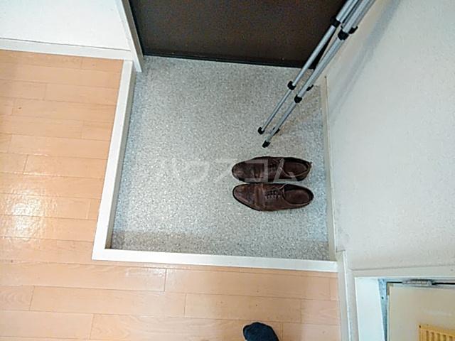 五月ハイツ 214号室の玄関