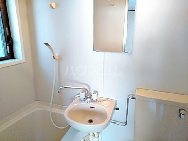 ハイツ松永 201号室の洗面所