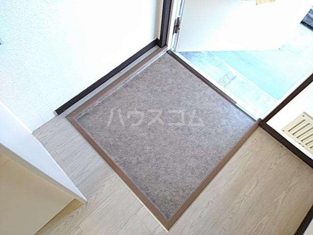 箕面エレガンス88 104号室の玄関