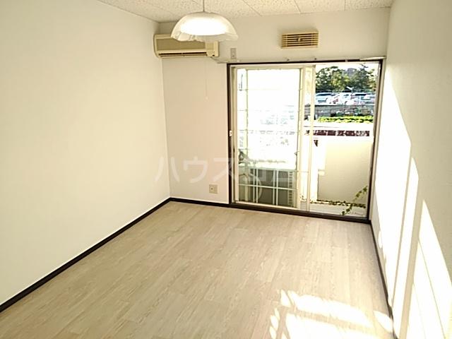 箕面エレガンス88 104号室の居室