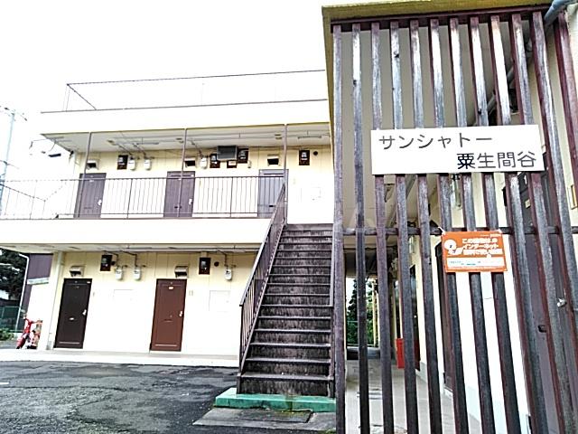 サンシャトー粟生間谷 205号室のエントランス