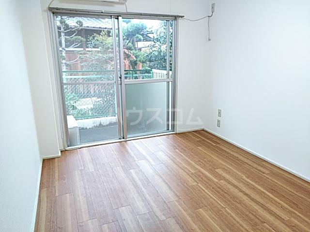 サンシャトー粟生間谷 205号室のリビング