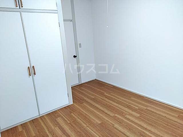 サンシャトー粟生間谷 205号室の居室