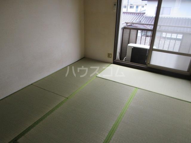 関山アパート 101号室のリビング