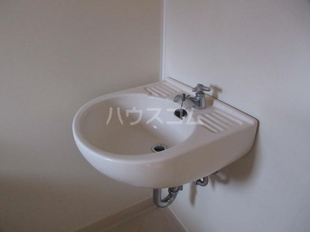 関山アパート 101号室の洗面所