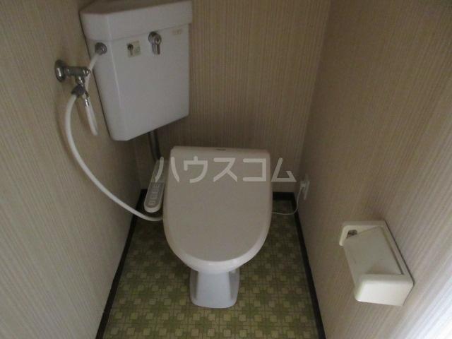 関山アパート 101号室のトイレ
