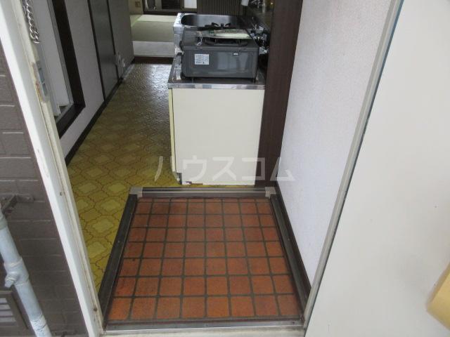 関山アパート 101号室の玄関