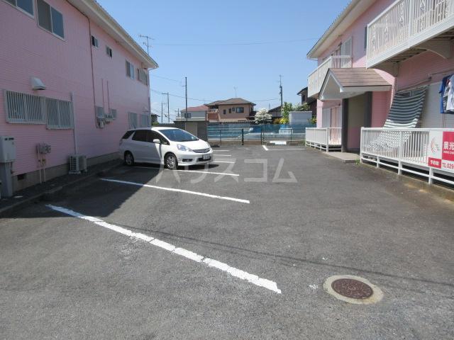 コーポルークワットA 201号室の駐車場