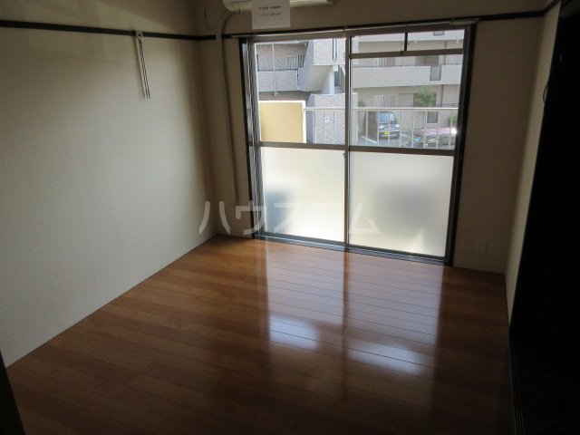 勝田ハイツ 202号室の居室