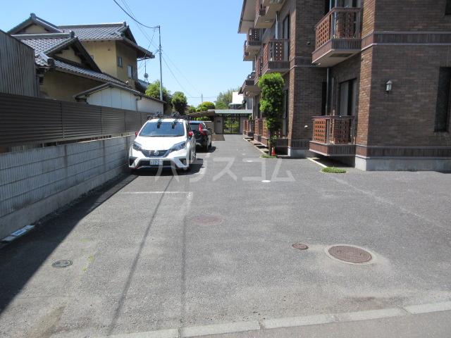カーサU Ⅱ 103号室の駐車場