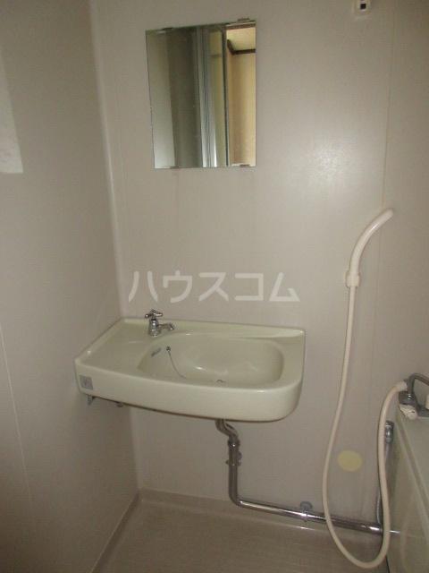 コーポ大塚 202号室の洗面所
