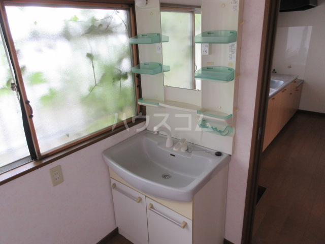 酒門貸家の洗面所