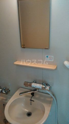 フローラハイツB 101号室の洗面所